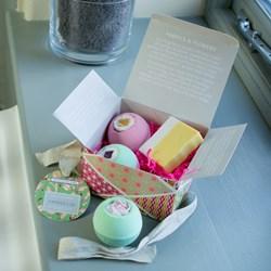 Fabrics & Flowers Bath Fizzers Gift Box