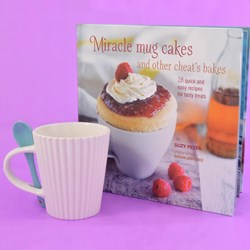 Miracle Mug Cakes and Other Cheat's Bakes & Cake Cup Gift Set